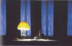 Vittorio Storaro. (1987) The Last Emperor. El añil es el color de la madurez, la energía, el logro de la vida material.