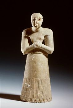 This limestone statuette represents a man praying, possibly a priest. The facial features are very expressive, the large eyes being especially striking. The latter are characteristic of early Sumerian sculpture. They are inlaid with a fragment of a shell or a piece of ostrich eggshell. The pupil consists of a drilled hole, which was filled up originally. Click on the image to read more about this praying Sumerian man. | Rijksmuseum van Oudheden