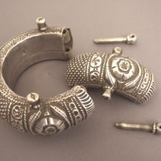 Another view of the way these bracelets open ...
