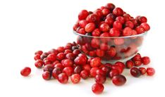 Tα κράνμπερι περιέχουν βιταμίνες C, D, κάλιο σίδηρο, και φλαβονοειδή. Τα φλαβονοειδή με την σειρά τους, περιέχουν φυτικές χρωστικές ουσίες που ευθύνονται για το κόκκινο χρώμα τους και έχουν αντιοξειδωτικές ιδιότητες. Συγκεκριμένα, αποτρέπουν τις βλάβες που προκαλούν οι ελεύθερες ρίζες, Η καλλυντική τους αξία αναγνωρίστηκε από διάσημες σειρές καλλυντικών και προστέθηκαν σε πανάκριβες μάσκες ομορφιάς. […] What Is Cranberry, Cranberry Mustard, Cranberry Juice, Cranberry Saus, Cranberry Recipes, Cranberry Benefits, Canned Cranberries, Real Food Recipes, Healthy Recipes