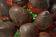9 Secrets to Perfect Chocolate-Covered Strawberries: Shortening substitute in chocolate dipping sauce strawberries_cake, Just Desserts, Delicious Desserts, Dessert Recipes, Yummy Food, Strawberry Dip, Strawberry Recipes, Raspberry, Like Chocolate, Melting Chocolate