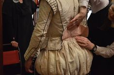 Tying together the doublet and hose around the waist with silk points. 16th Century Fashion, 17th Century, Shakespeare In Love, Renaissance Men, Doublet, Period Costumes, Hipster Fashion, Italian Fashion, Historical Clothing