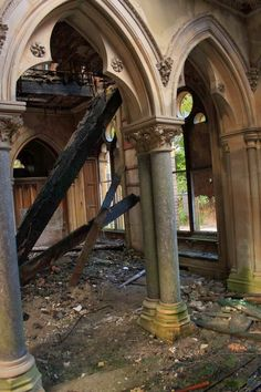 15 of the World's Most Strange Abandoned Places - Hafodunos Hall in Llangernyw, North Wales Abandoned Castles, Abandoned Mansions, Abandoned Places, Old Buildings, Abandoned Buildings, Monuments, Places Around The World, Around The Worlds, Haunted Places