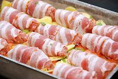 Baconruller i fad (nem opskrift med flødegrøntsager) via @madensverden Bacon Recipes, Chicken Recipes, Cooking Recipes, Food Carving, Good Food, Yummy Food, Danish Food, Dutch Recipes, Good Healthy Recipes