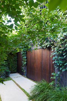 Excellent City Garden Design Ideas That Bring Green Paradise For You 23 Small City Garden, Small Garden Design, Small Gardens, Modern Gardens, Vegetable Garden Design, Garden Landscape Design, Landscape Architecture, Saint Claude, Vides