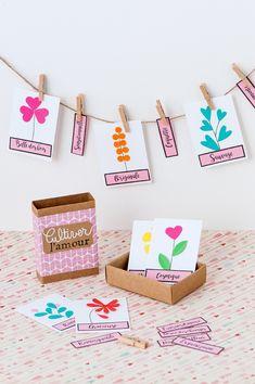 Poétiques, drôles ou réconfortantes, vous créerez ces pocketboxes, petites boîtes d'allumettes personnalisées qui racontent une histoire et témoignent d'un état d'esprit ou d'une émotion. •Pause cactus, •Une vie de chat, •Poupées feutrées, •Tea tima, •Clic, c'est dans la boîte... Ces créations seront l'occasion de faire un cadeau personnel et de vous amuser. Les techniques accessibles à tous sont faciles à s'approprier !