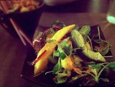 Een topper onder de salades: romig, zoet en pittig! Avocado mango cashewnoten sla biefstuk zelf te maken dressing van mayo beschrijving in Nederlands