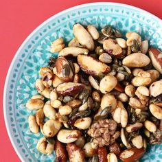 I seriously cannot recommend these Healthy Caramelised Nuts enough!An insanely moreish but guilt-free snack that only takes 5 minutes to make!