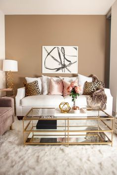Blush and white living room | Living room decor