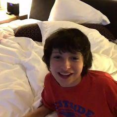 Gaten acabou de postar um vídeo no seu Instagram na qual Finn aparece haha ✨❤️ #finnwolfhard #strangerthings