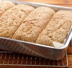 Brød i langpanne betyr å bake fire grovbrød samtidig. Putt langpannebrødet av grov rug og hvete i frysen, så får du alltid fersk brød til hverdagen. Bread, Baking, Brot, Bakken, Breads, Backen, Buns, Sweets, Pastries