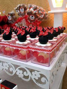 Caixinhas em acrílico com balinhas de goma e detalhe em biscuit, ótimo para decoração de mesa e lembrancinhas, customizados de acordo com o tema de sua festa.