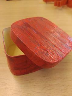 Caixa craquelada feta per una alumna Òmnia