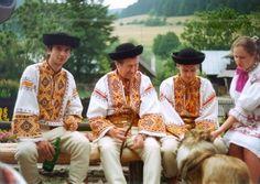 Čičmany Bohemian Girls, Bohemian Art, Dark Eyes, Czech Republic, Culture, European Countries, Folk Clothing, Embellishments, Costumes