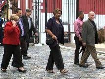 """""""Líderes de varias organizaciones obreras de Puerto Rico le plantearon varios argumentos al gobernador Alejandro García Padilla para que desista de mantener el acuerdo con la empresa Aerostar para privatizar del Aeropuerto Internacional Luis Muñoz Marín (AILMM)."""""""