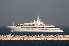 """Das 162 Meter lange Schiff """"Dubai"""" hat schon eine längere Geschichte hinter..."""