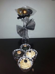 Black and gold cupcakes and cakepops ...