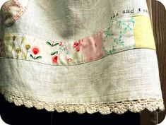Fabric Crafts, Sewing Crafts, Sewing Projects, Cute Aprons, Art Du Fil, Sewing Aprons, Aprons Vintage, Linens And Lace, Learn To Sew