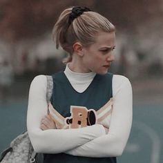 - one half, go to my board on my account name riverdale icons for the other half [of veronica] Betty Cooper Riverdale, Riverdale Betty, Riverdale Cast, Betty Cooper Aesthetic, Alisson Teen Wolf, My Love Photo, Lilli Reinhart, Stranger Things, Best Friend Wallpaper
