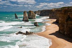 Parque Nacional de Port Cambell (Australia)  La costa de este lugar esta presidida por doce peñascos de hasta 45 metros de alto que reciben el nombre de 'Los doce apóstoles'. Sin duda, acantilados admirables creados por la fuerza de la erosión del mar y el viento.