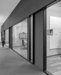 PagerDuty Office by Studio Sarah Willmer Architecture - Office Snapshots Corporate Office Design, Modern Office Design, Corporate Interiors, Office Interior Design, Office Interiors, Loft Office, Grey Office, Office Workspace, Office Walls