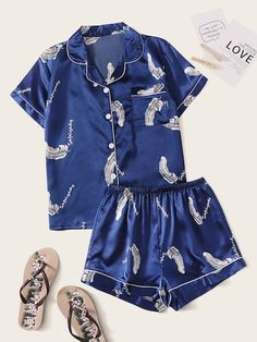 To find out about the Feather Print Satin Shirt With Shorts PJ Set at SHEIN, part of our latest Night Sets ready to shop online today! Cute Pajama Sets, Cute Pjs, Cute Pajamas, Pajamas Women, Pajama Outfits, Lazy Outfits, Cute Comfy Outfits, Cool Outfits, Fashion Outfits
