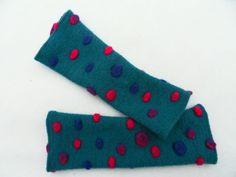 Punkte+Dots++Armstulpen+++Pulswärmer++Walkloden++von+Zellmann+Fashion+auf+DaWanda.com