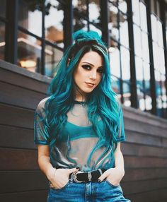 Blue hair dye with a messy bun Pelo Multicolor, Coloured Hair, Dye My Hair, Cool Hair Color, Hair Colour, Grunge Hair, Mermaid Hair, Rainbow Hair, Mode Inspiration