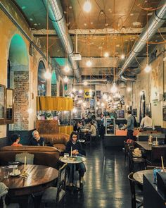 Die romantischsten Locations im Wiener Herbst - Teil 2 Restaurant Bar, Morning Yoga, Vienna Austria, City Life, Interior Design Living Room, Places To Travel, Road Trip, Europe, Good Things