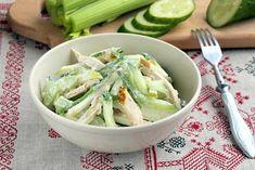 Салат из стеблей сельдерея с курицей - сытный, вкусный и полезный салат. Он вполне способен заменить ужин или стать коронным блюдом вашего праздничного стола