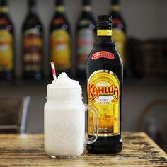 White Russian Shake 50 ml Kahlua 25 ml Absolut Vodka 1 scoop vanilla ice cream 125 ml milk Ice