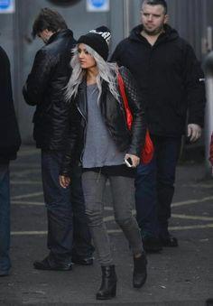 Lou Teasdale--Obsessed with her style that's seriously how I dress everyday when I go to school Preppy Grunge, Hot Outfits, Fashion Outfits, Teasdale, Southern Fashion, She Is Clothed, Everyday Dresses, Weekend Wear, Lady And Gentlemen