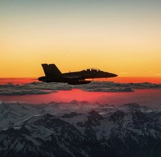 The Hornet, an all-weather aircraft, is used as an attack aircraft as well as a fighter. Navy Military, Military Jets, Military Weapons, Military Aircraft, Fighter Aircraft, Fighter Jets, Plane Photos, Black Beast, Experimental Aircraft