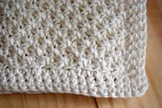 This Daisy Stitch Knit Washcloth Pattern with crochet edge knits up quickly. Directions how to do the daisy stitch, plus links to more washcloth dishcloth knitting patterns Knitted Washcloth Patterns, Knitted Washcloths, Dishcloth Knitting Patterns, Crochet Dishcloths, Knit Or Crochet, Bead Crochet, Loom Knitting, Knitting Stitches, Knit Patterns