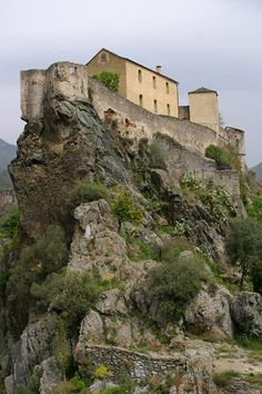 The fortress of Corte - vertical view photo | Corte and central Corsica | France in Photos