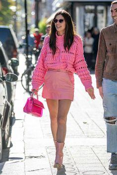 VS model Sara Sampaio wearing Shevoke Monroe Crystal Pink sunglasses at Paris Fashion Week 2018 Orange Skirt, Purple Skirt, Paris Fashion, Girl Fashion, Fashion Outfits, Fashion Week 2018, Vs Models, Sara Sampaio, Pink Sunglasses