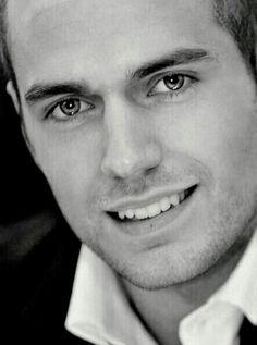 Henry Cavill ~ Esa sonrisa...❗❗❗❗❗❤❤❤❤❤