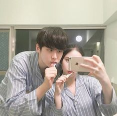 ulzzang couple eating together Mode Ulzzang, Korean Ulzzang, Ulzzang Girl, Korean Couple, Best Couple, Tumblr Photography, Couple Photography, Flipagram, Couple Goals Tumblr