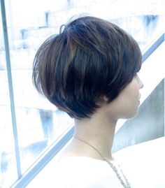 This maybe my next cut, as my fine hair refuses to grow into a chin length bob. Short Dark Hair, Short Hair With Bangs, Cute Hairstyles For Short Hair, Short Hair Cuts, Short Hair Trends, Pelo Bob, Shot Hair Styles, Spring Hairstyles, Medium Hair Styles