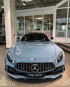 Earl Karanja (@Earlsimxx) / Twitter Mercedes Auto, Mercedes Benz Maybach, Mercedes G Wagon, Luxury Sports Cars, Top Luxury Cars, Luxury Suv, My Dream Car, Dream Cars, Dream Auto