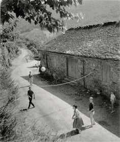 Robert Doisneau, Henri Cartier Bresson, Leica, Willy Ronis, Eugene Atget, French Photographers, France, Paris Street, Illustrations
