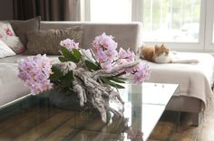 Great decoration on your coffee table. The pieces of wreckage give the Phalaenopsis Orchid a tough look! | Home decor inspiration by Bloomifique