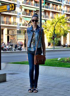 Street Style denim vest Estilo Denim, Denim Ideas, Denim Fashion, Bomber Jacket, Vest, Street Style, My Style, Jackets, Walking