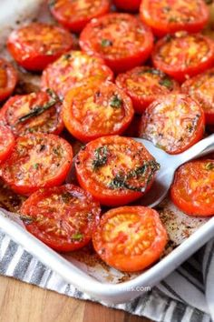 These oven roasted tomatoes are seriously delicious. We love serving them in roasted tomato pasta, or even just as a side dish. Roasted Tomato Pasta, Oven Roasted Tomatoes, Roasted Vegetables, Tomato Salad, Tomato Soup, Tomato Pie, Baked Tomato Recipes, Vegetable Recipes, Tomato Dishes