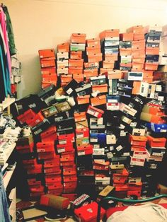 This is a Sneakerheads closet. Most people would think this guy is crazy. Nike Gift Card, Sneakers Box, Site Nike, Image Of The Day, Nike Shoes Outlet, Shoe Closet, Shoe Collection, Makeup Collection, Swagg