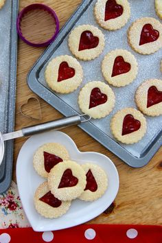 Jammie Dodgers - Homemade Jammie Dodger Biscuits based on the classic biscuit. Soft, sweet & crunchy biscuit filled with your favourite flavour Jams! Biscuit Cookies, Biscuit Recipe, No Bake Cookies, Cake Cookies, Baking Cookies, Homemade Jammie Dodgers, Jammy Dodgers, Baking Recipes, Cookie Recipes