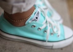 tiffany blue converse are gorgeous. but definitely doing chucks whatever the wedding color is! Converse All Star, Converse Chucks, Cheap Converse, Green Converse, Colored Converse, Converse Fashion, All Star Tumblr, Tiffany Blue Converse, Tulip