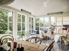 Télikert, nyáron is Classic Living Room, Elegant Living Room, Interior Design Living Room, Living Room Decor, Loft Paris, World Office, Porch And Balcony, Appartement Design, Surface Habitable