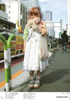 I love cats, coffee, tea and japanese fashion Japanese Street Fashion, Tokyo Fashion, Harajuku Fashion, Japanese Streets, Style Du Japon, Vogue, Alternative Fashion, Alternative Style, Gothic Lolita