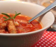 Linsesuppe med strimlet svinekjøtt og pestotortillas Frisk, Chorizo, Pesto, Thai Red Curry, Nom Nom, Bacon, Soup, Ethnic Recipes, Soups